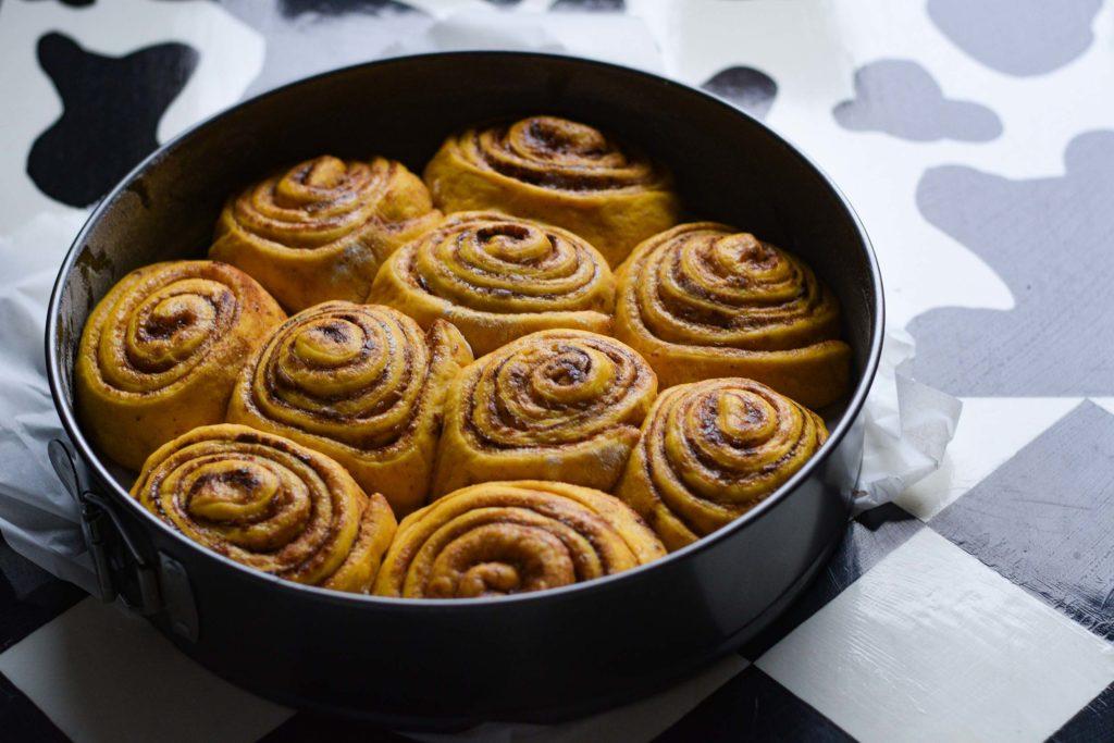 cinnamon rolls, bakery, vegan buns, vegan cinnamon rolls, vegan desserts