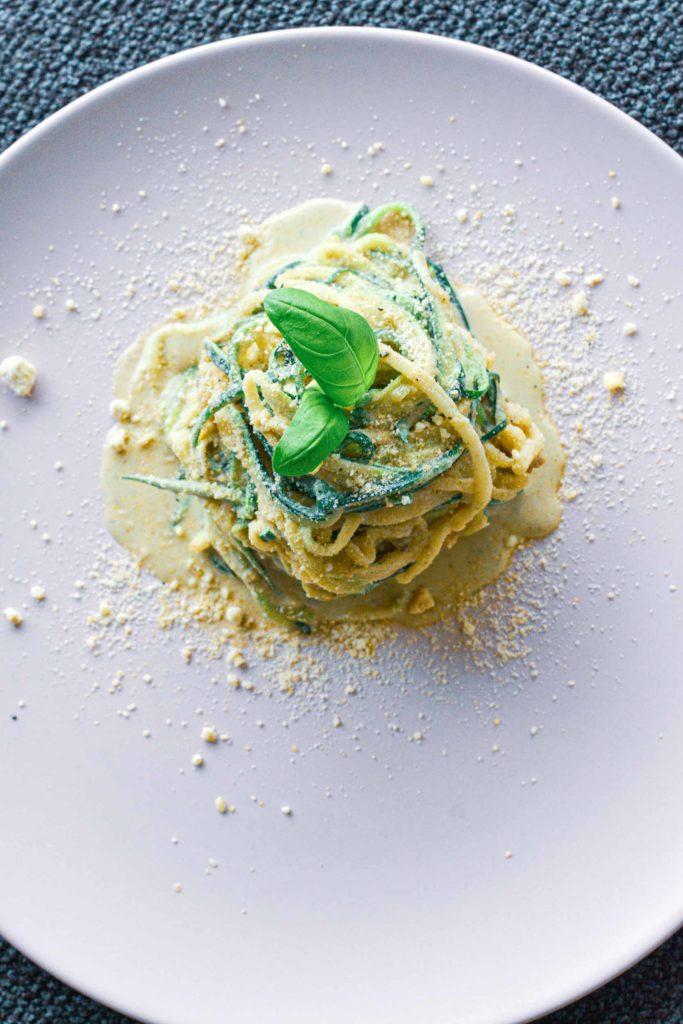 zucchini, spaghetti, cashew cream, vegan, healthy, vegan cheese